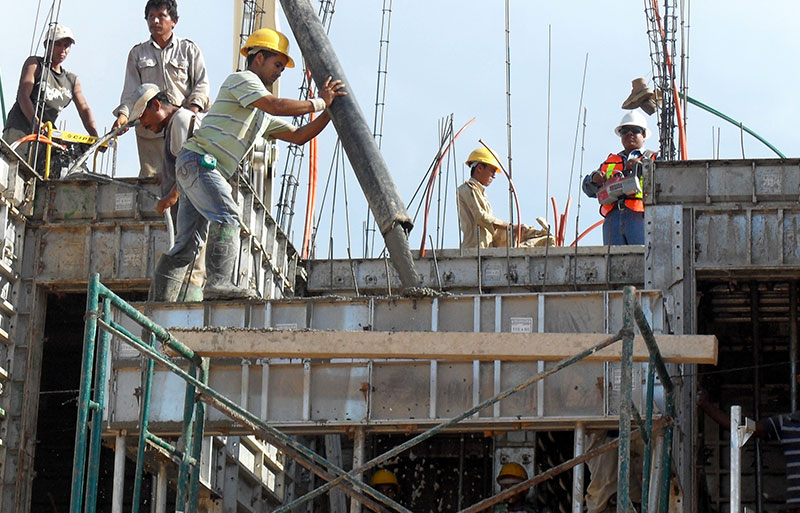 3-workers-died-at-construction-site-in-india